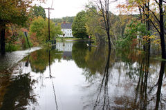 4 land översvämmad körbana fotografering för bildbyråer