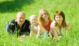 4 lyckliga folk för familj Royaltyfri Fotografi