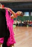 4 MARS : un couple non identifié de danse Image libre de droits
