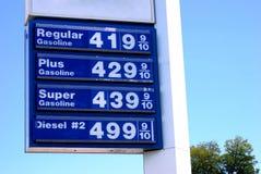 $4 precios de la gasolina Imagen de archivo libre de regalías