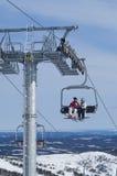 4-seater skidar chairliften Arkivfoto
