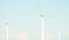 4 turbinas de vento imagens de stock royalty free
