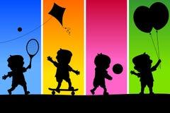 4 ungar som leker silhouettes stock illustrationer