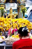 4 vända mot buddha arkivfoto
