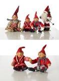 4 verschiedene Gnomes und Sankt auf Weiß Stockbild