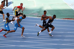 4 x 100米的运动员接力赛 库存照片