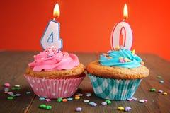40个生日杯形蛋糕 库存图片