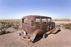 412 Old car in the desert Royalty Free Stock Photo