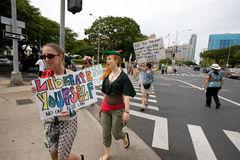 42 upptar anti apec honolulu protest Arkivbilder