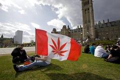 420 de Heuvel van het Parlement - de Activisten van de Marihuana