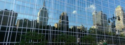 42nd St, reflexões dos arranha-céus Imagem de Stock