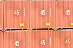 45 pés de recipientes de frete elevados Fotos de Stock