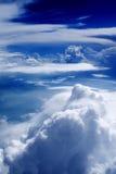 46朵云彩飞行视图 免版税库存照片