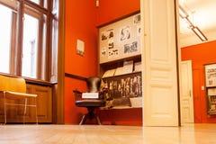 精神分析西格蒙德・弗洛伊德的创建者博物馆的内部与办公室的,神经学家居住47年 免版税图库摄影