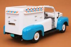 48奶油色浅滩冰卡车 库存照片