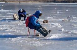 48钓鱼的冬天 库存图片