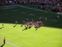 49ers in motie met Alex Smith die kijkt te werpen Royalty-vrije Stock Foto