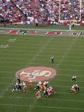 49ers no movimento durante um jogo de encontro aos jaguares Imagens de Stock Royalty Free