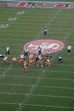 49ers opstelling voor een spel tegen de Jaguaren Royalty-vrije Stock Foto