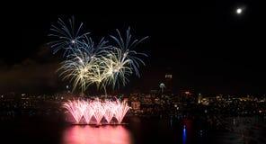 4to de los fuegos artificiales de julio en Boston Fotografía de archivo