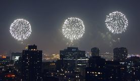 4to de los fuegos artificiales de julio en Manhattan Imagenes de archivo