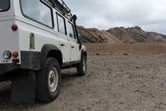 4wd carro em montanhas de Landmannalaugar, Islândia Imagem de Stock Royalty Free
