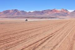 4WD nel deserto della montagna Fotografia Stock Libera da Diritti