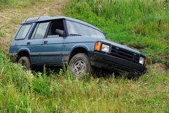4x4 αυτοκίνητο στη βουνοπλαγιά Στοκ Εικόνα
