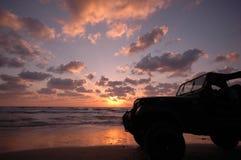 4X4 auf dem Strand Stockfotografie