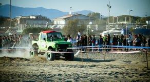 4x4 che corre sulla spiaggia Fotografia Stock Libera da Diritti