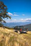 4x4 nas montanhas Fotos de Stock Royalty Free