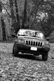 4x4 op off-road sleep. B&W stock foto
