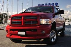 4x4 rode bestelwagen in haven Stock Afbeeldingen