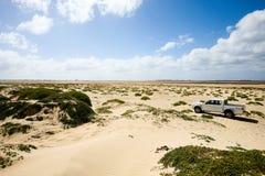 4x4 vrachtwagen in duinen Royalty-vrije Stock Foto's