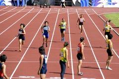 4x400 das mulheres mede a raça Fotografia de Stock