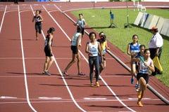 4x400 das mulheres mede a raça Fotos de Stock Royalty Free