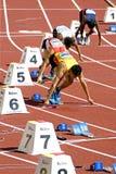 4x400 degli uomini misura la corsa con un contatore Immagini Stock Libere da Diritti