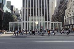 5ème Avenue Apple Store à Manhattan Photographie stock libre de droits