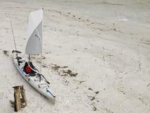 5个海滩捕鱼皮船o 免版税库存图片