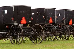 5个门诺派中的严紧派的儿童车 免版税库存照片
