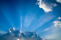 5束蓝色云彩skys光束 免版税库存图片