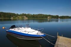 5条小船码头瑞典 免版税库存照片