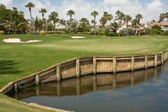 5条路线佛罗里达高尔夫球绿色 免版税库存图片