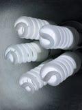 5 шариков закрывают компактные fluorescents закручивают в спираль вверх стоковые фото
