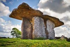 5 000 anos de Dolmen velho de Polnabrone em Burren Fotografia de Stock
