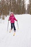 5 años del esquí a campo través de la muchacha Foto de archivo libre de regalías