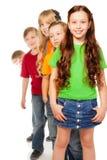 5 amici che si levano in piedi insieme in una riga Fotografia Stock