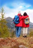 5 anziani d'escursione Fotografia Stock