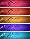 5 Fahnen mit Farbbändern über belichtetem Hintergrund Stockfoto