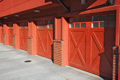 5 garagens vermelhas Imagens de Stock